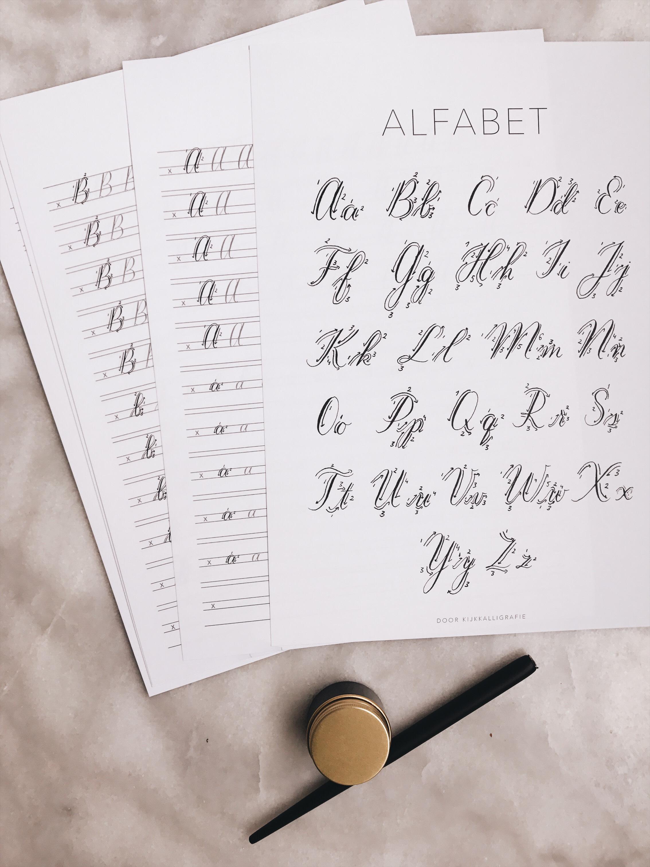 Oefenboek moderne kalligrafie masterclass alfabet